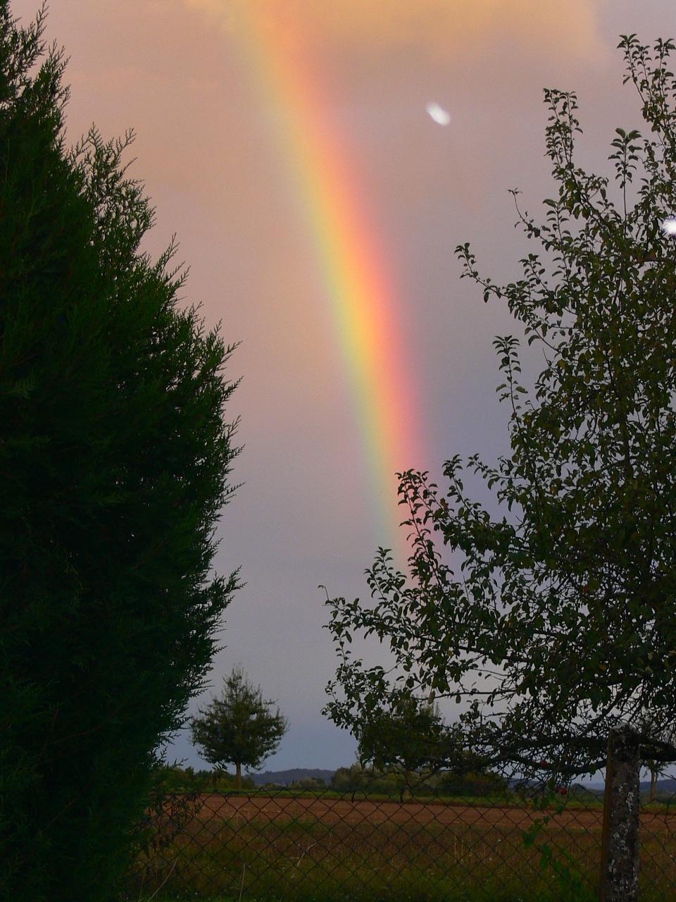 Regenbogen über dem Gesundheitsschuppen