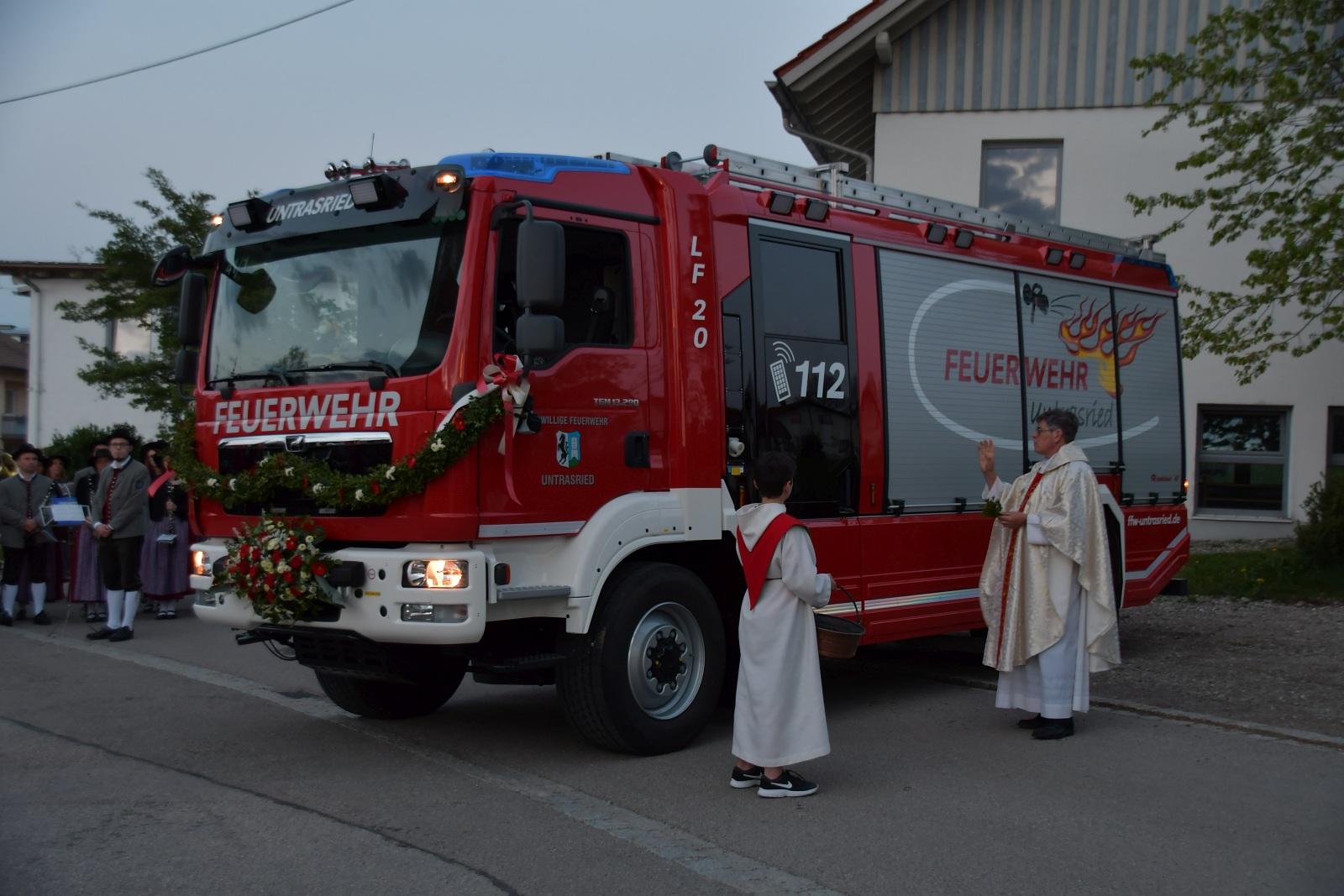 Neues Fahrzeug der Freiwilligen Feuerwehr Untrasried gesegnet