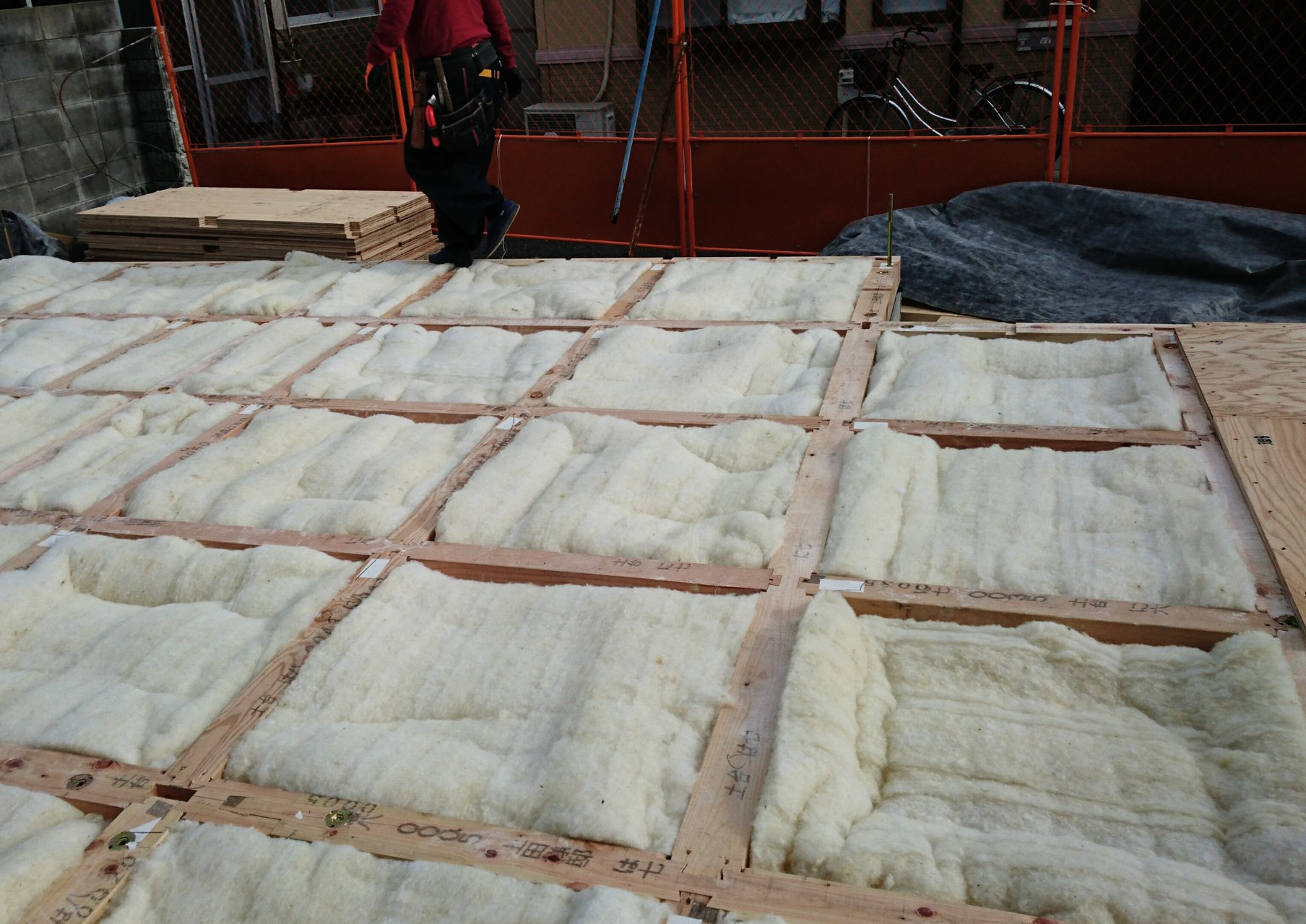 羊毛断熱材施工後