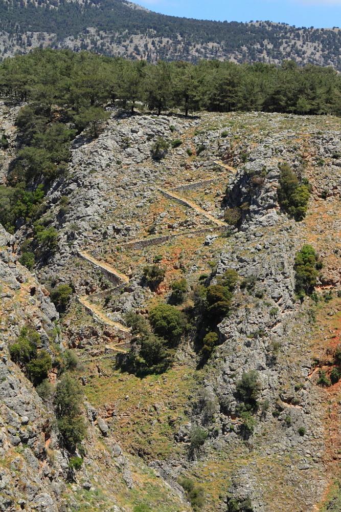 L'ancien chemin pavé pour traverser les gorges d'Aradena