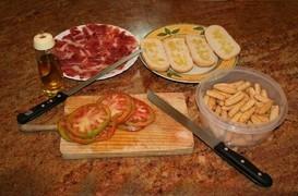 Jamon, pan, tomaté, aceité de oliva
