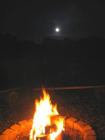 Lagerfeuer unter dem Vollmond