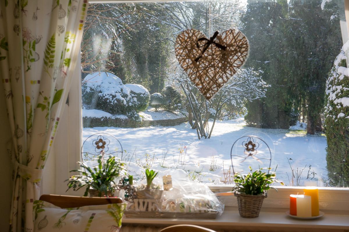 Wochnküche: Blick in den winterlichen Garten