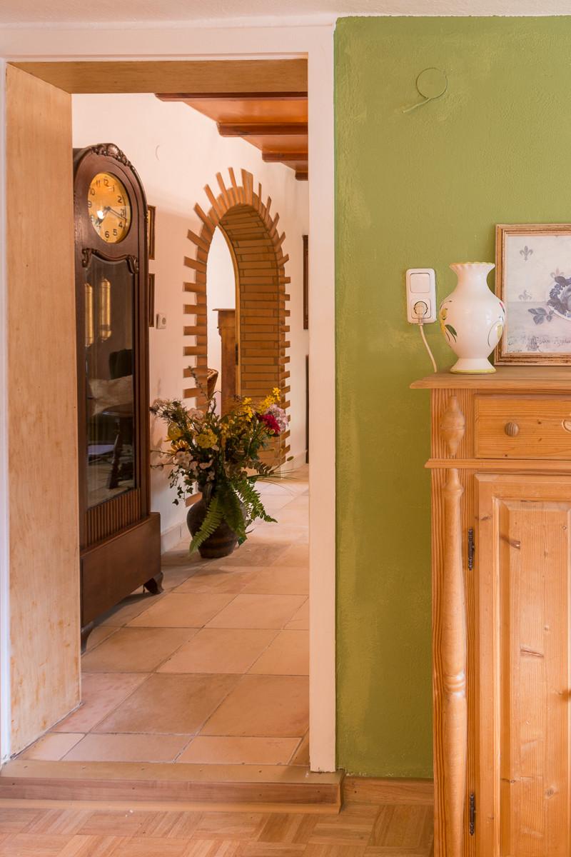 Blick aus der Wohnküche in die Diele