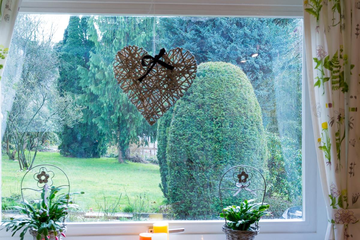 Blick in den Garten von der Wohnküche aus
