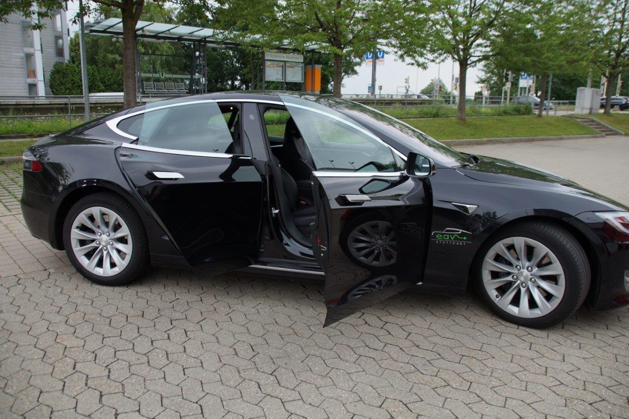 Flacher, aber genauso schön: unser schwarzes Model S