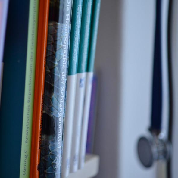 Bücher und Stetoskop