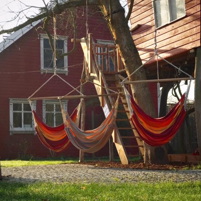 Baumhaus mit Hängeschaukeln