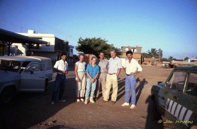 Dr. Charles Esteves (l), NN, Carla Wolters, NN, Jan Hovens, Dr. Pierre Braun (r), Mato Verde/Minas Gerais 1986