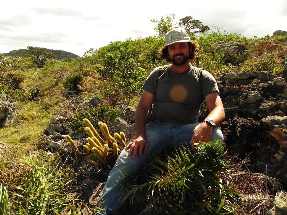 Marcio Roberto Oliveira & Micranthocereus oliveirae, Minas Gerais 2013