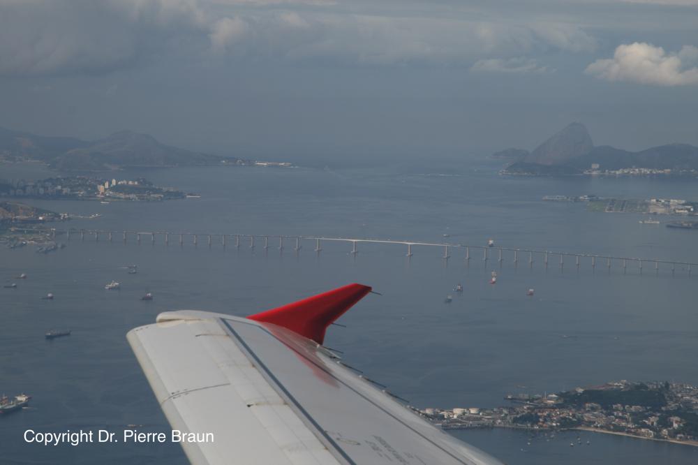 Rio de Janeiro: Niteroi Brücke/bridge , Zuckerhut/sugar loaf