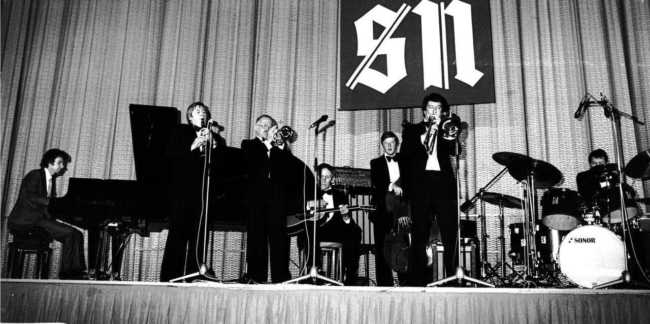 Adi Jüstel am Flügel mit Fatty George Band im Kongresshaus Salzburg