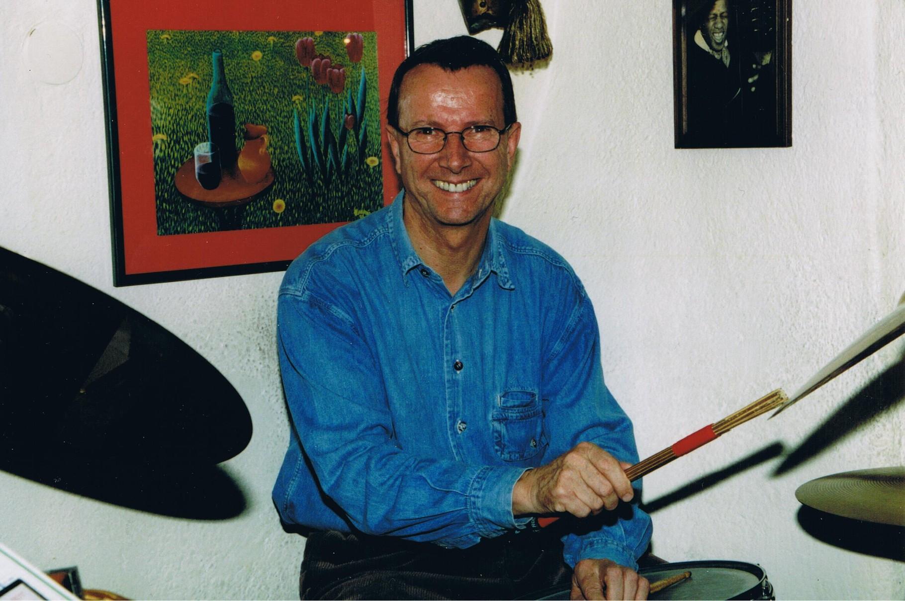 Adi Jüstel am Schlagzeug im Altstadtkeller