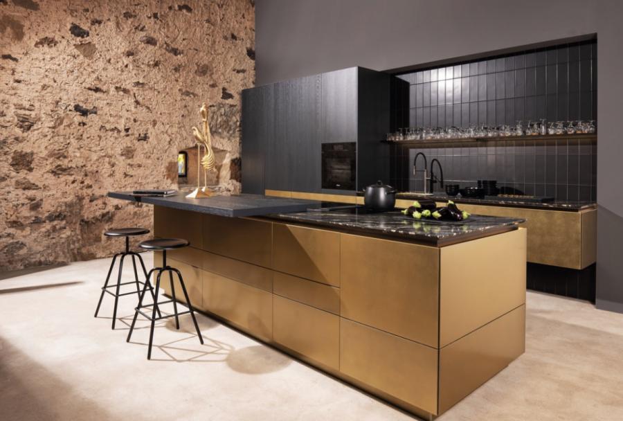 In der WARENDORF Manier verarbeitet, kommt bei Stein, Holz und Metall durch handwerkliches Geschick eine Simplizität zum Vorschein, die beeindruckt