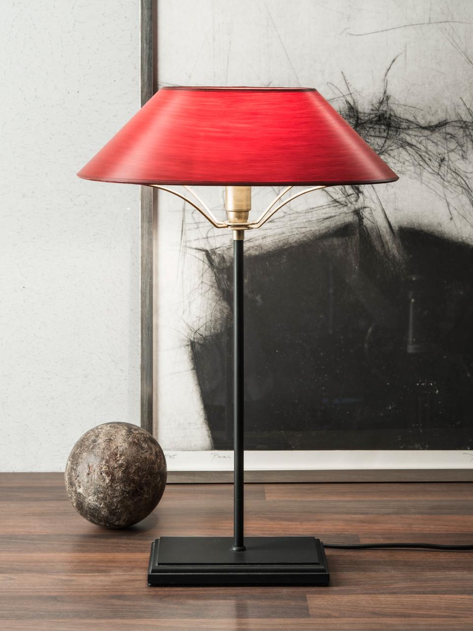 Tischleuchte Hamburg, Fuß Holz, schwarz lackiert, Schirm rot gewischt