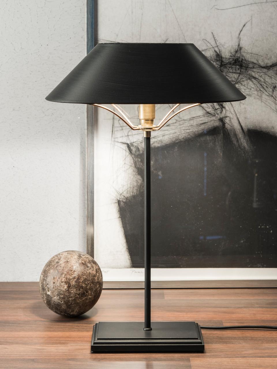 Tischleuchte Hamburg, Fuß Holz, schwarz lackiert, Schirm schwarz, innen gold