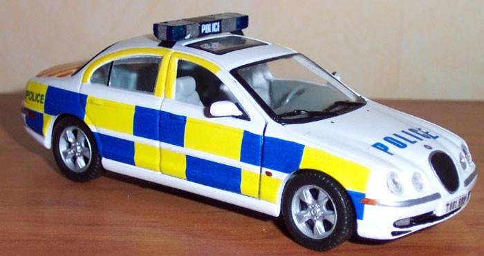 Jaguar S-Type 1999 police britanique sur base cararama.