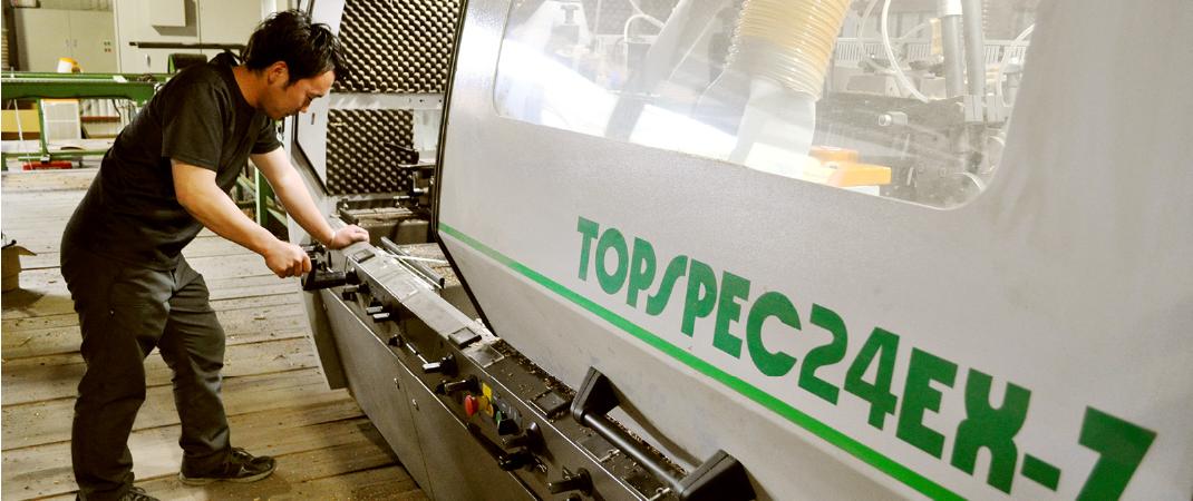 弊社向けにカスタマイズした、『TOPSPEC24EX』は、多様な加工に対応できる特別仕様の万能モルダーです。