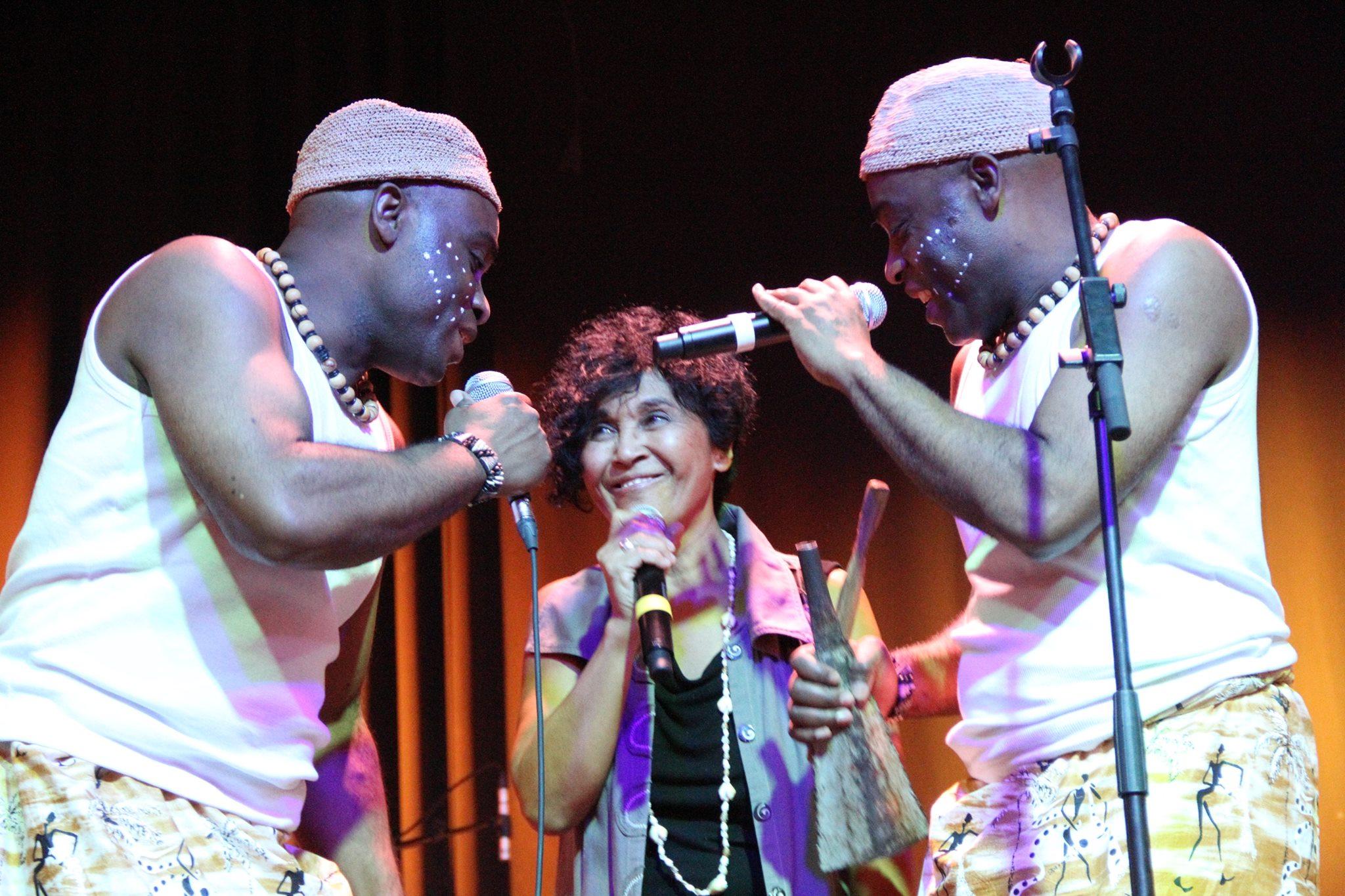 Les Jumeaux de MASAO (Masao Masu) en concert avec la chanteuse Sha Rakotofiringa
