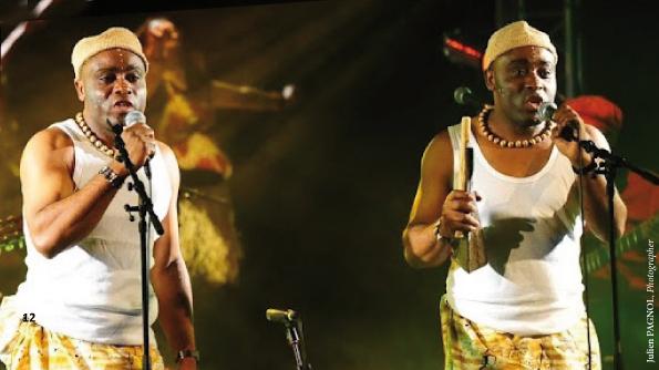 Les Jumeaux de MASAO (Masao Masu) in concert. Photo : Julien Pagnol