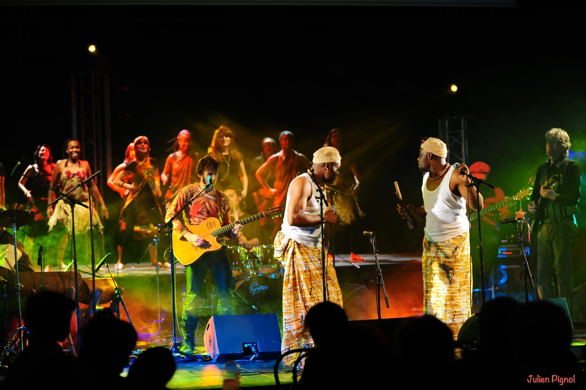 Les Jumeaux de MASAO (Masao Masu) in concert at Villeneuve le roi   . Photo : Julien Pagnol