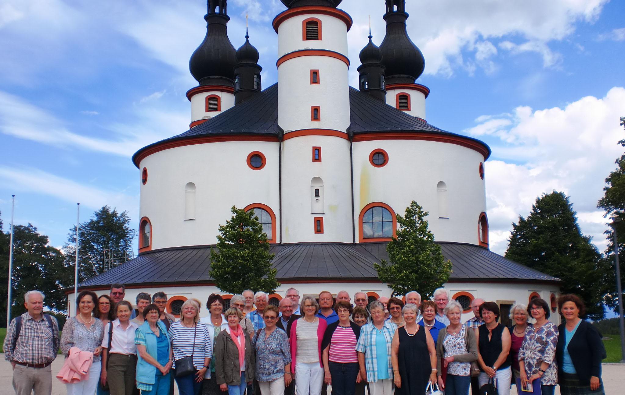 30. 07. 2016 vor der Dreifaltigkeitskirche in Kappl beim Chorausflug nach Wunsiedel