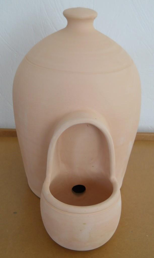 Wasserspender aus Ton