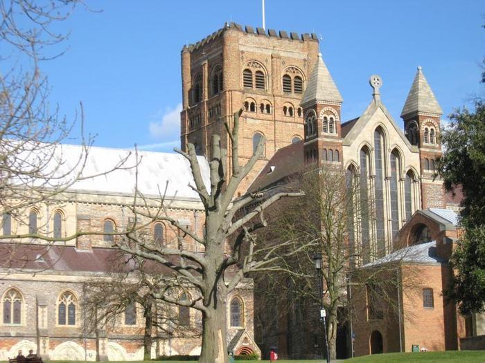Im April 2015 gab die Wormser Kantorei ein Konzert mit dem St Albans Chamber Choir in der Abbey von St Albans.