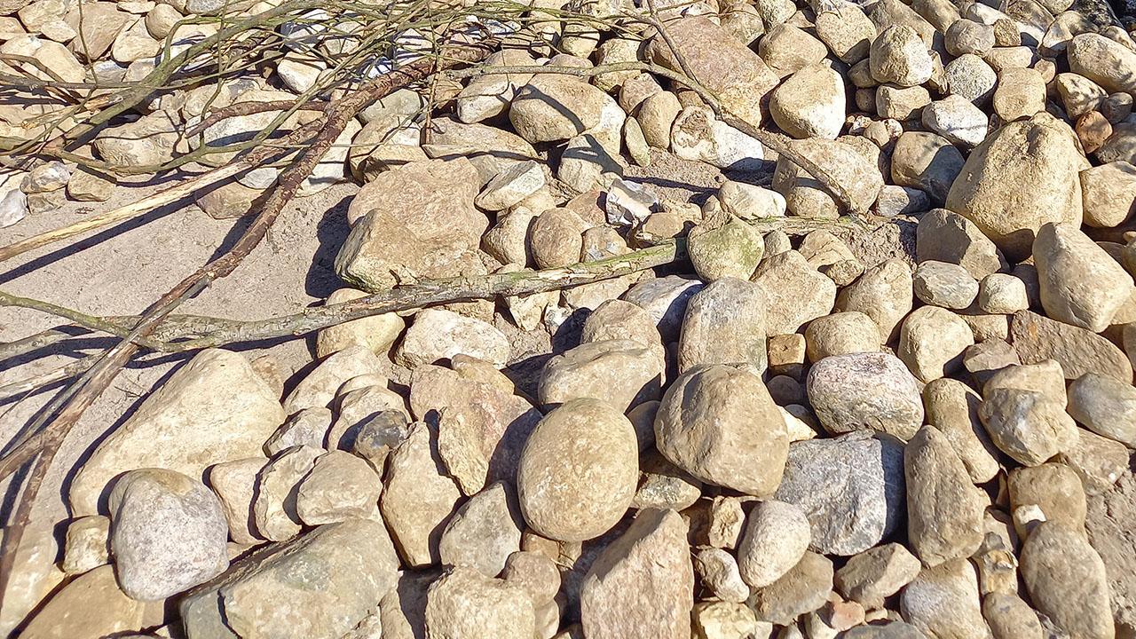 Anlage eines Natursteinwalls am Energieberg Georgswerder