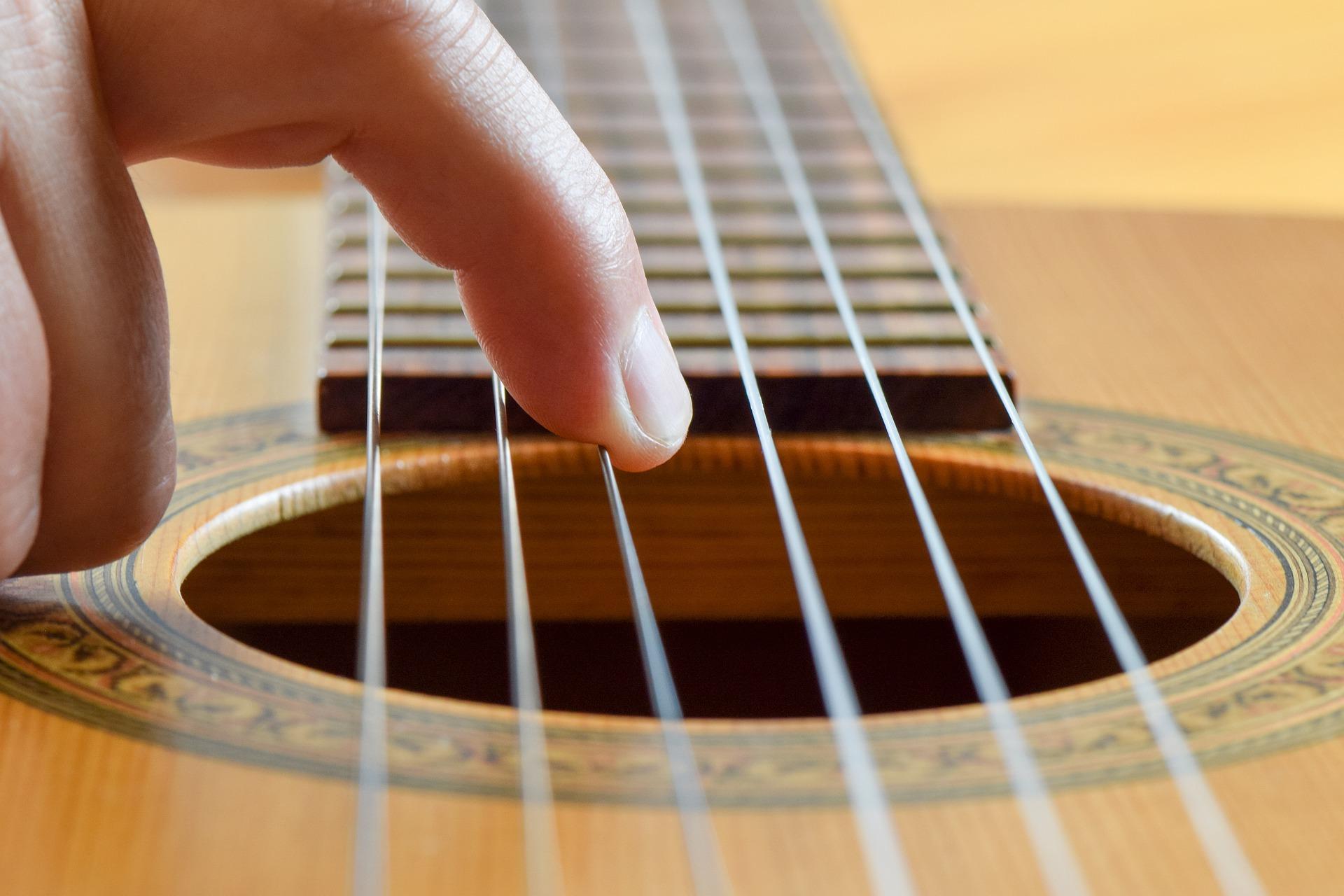 Top Service Gitarre neu besaiten