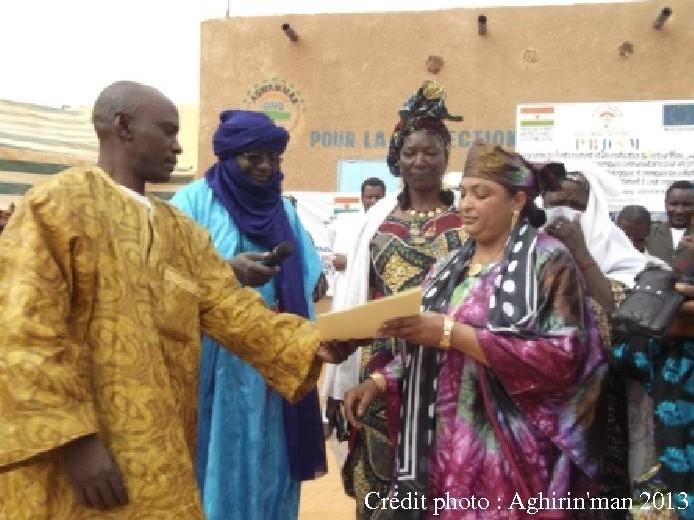 A.Alhacen et Mme Azahra Jalawi, présidente de la fédération des femmes.