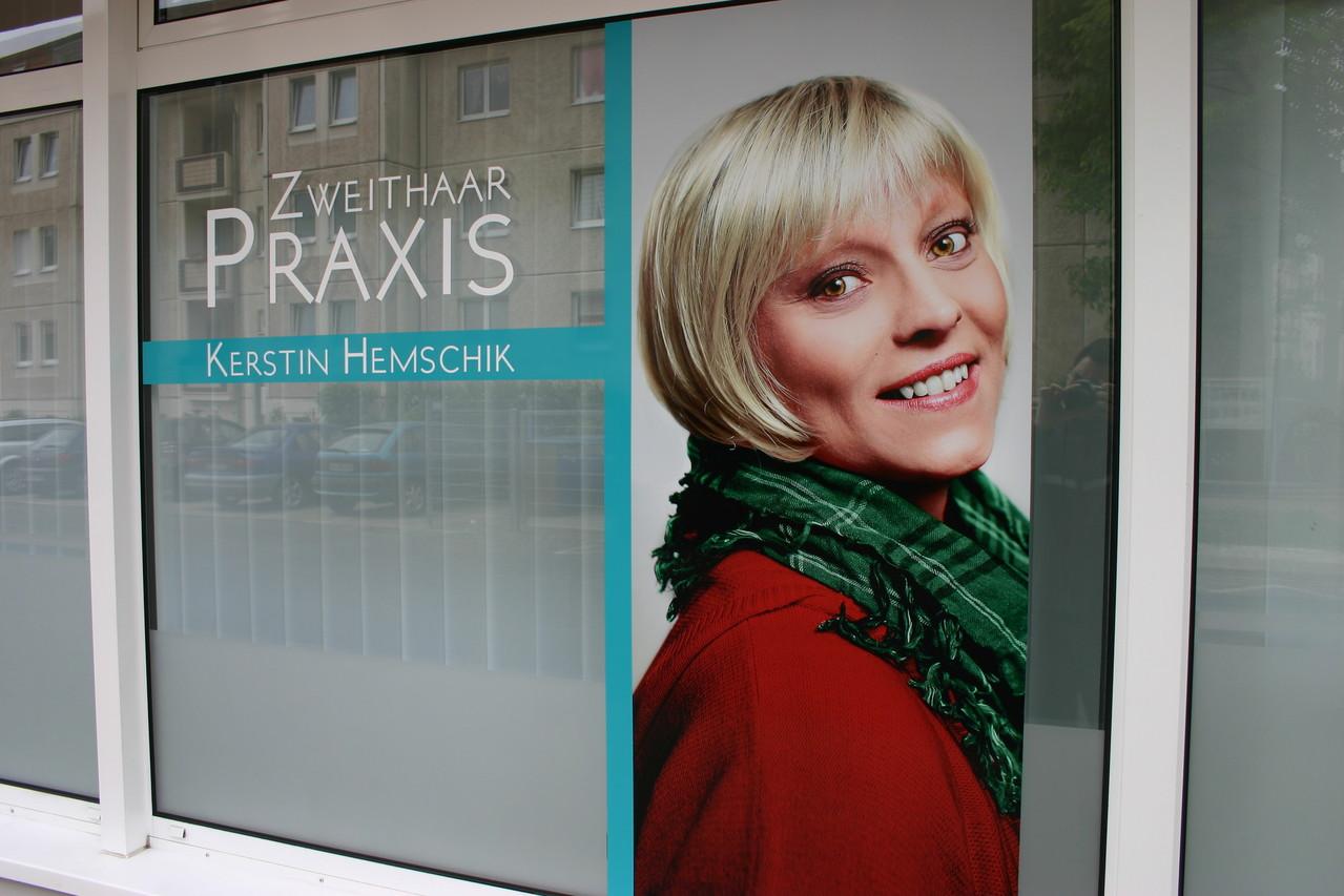 Digitaldruck auf PVC-Folie mit Fertigtext und Glasdekorfolie