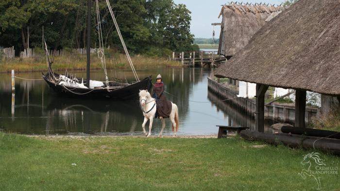 Christine und Kelda erkunden den kleinen Hafen…