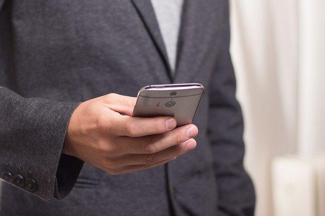 Verbraucher: Polizei warnt vor betrügerischen Paketankündigungen via SMS - Kriminelle aus Südostasien