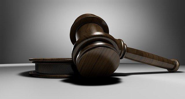 Lina E.-Prozess: Verteidigung sieht Vorwürfe auf wackeligen Füßén