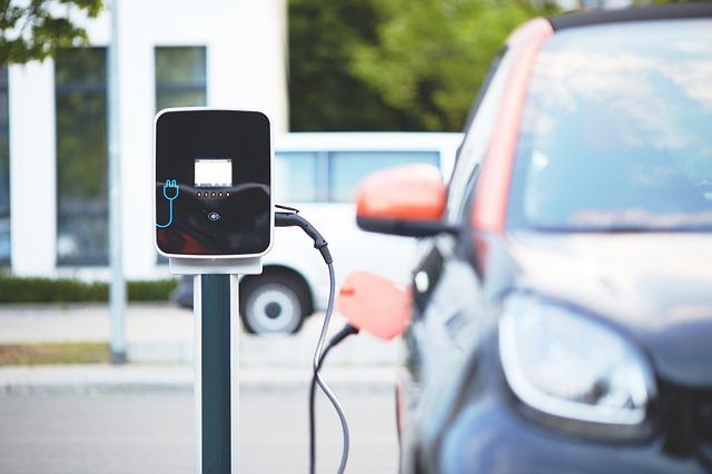 Vorbehalte gegen E-Mobilität nehmen zu - Schwere Zeit für die Automobilindustrie