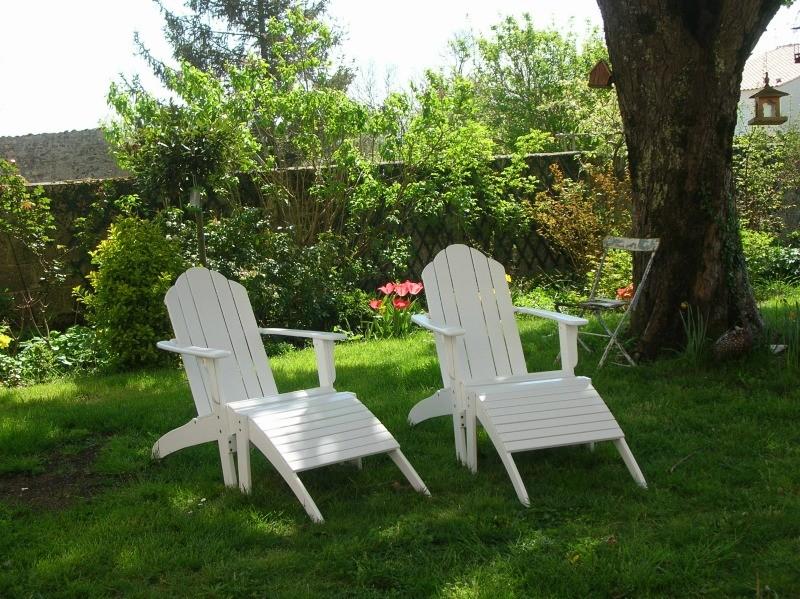 détente jardin dans fauteuils adirondack