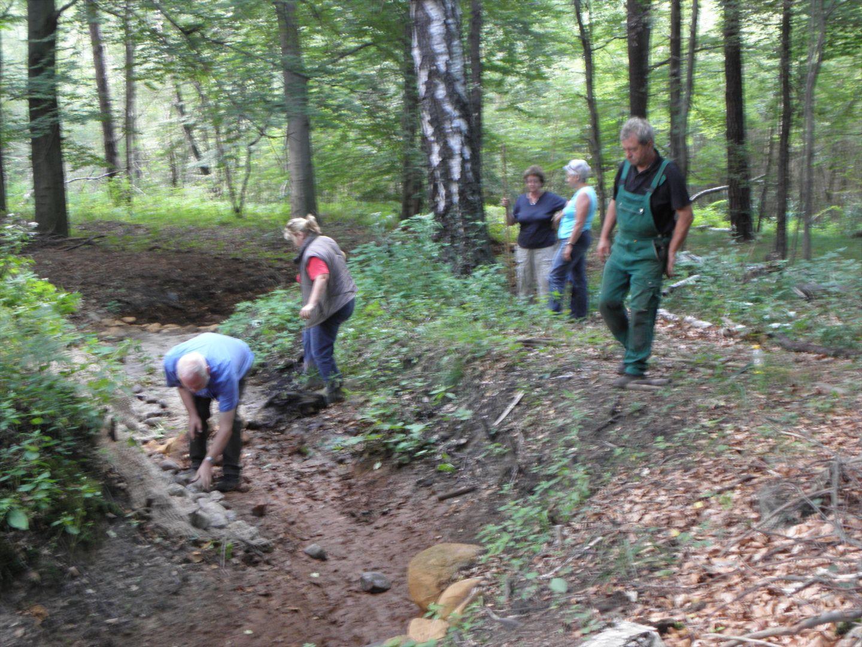 Ehrenamtliche NABU-Mitglieder packen an für die Natur. Foto: H. Peschel