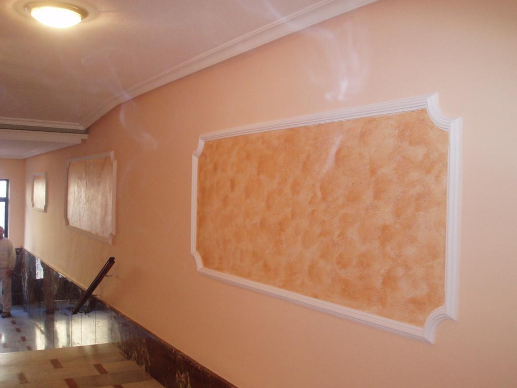 alisado de paredes, colocacion de moldura y efecto genesis
