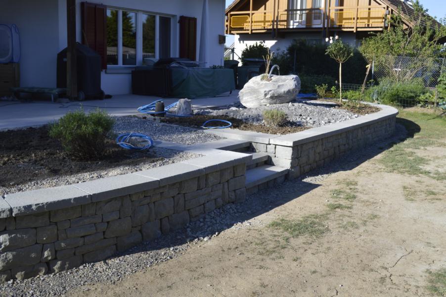 Die Mauern mit Mauerdeckel nach dem Bau