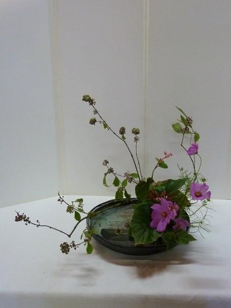 Trois sortes de végétaux sur la base du moribana incliné