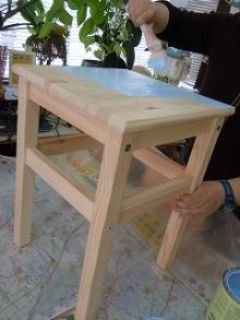白木のテーブル
