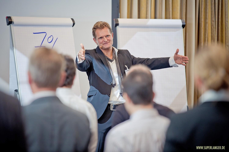 Charisma-Training: Selbstvertrauen aufbauen, persönliche Wirkung kennenlernen und steigern, Gesetze der Gewinner