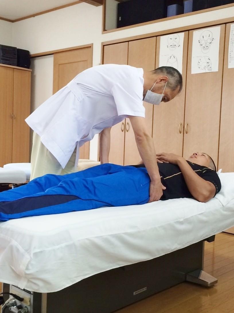 骨盤を調整して 体液の循環を促進させます  歪み 緊張を 取り除きます