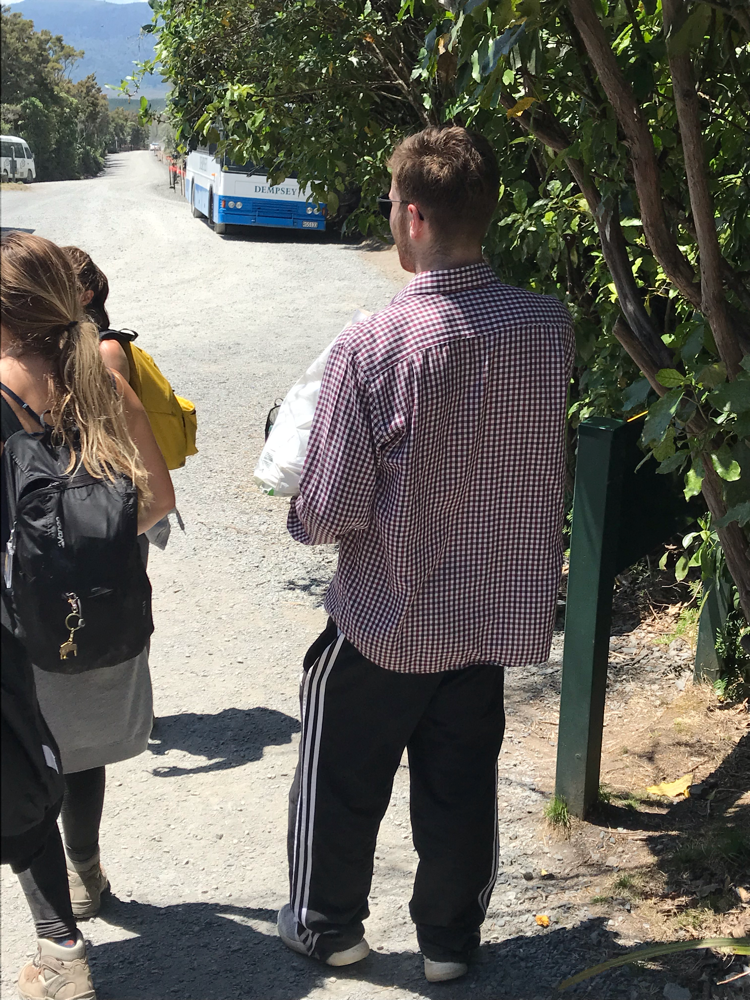 Diesem jungen Mann hätte die Studienleitung gerne eine eigene Kategorie zugeteilt. Hat er doch sein Hab und Gut auf einer 8-stüngigen Wanderung im Plastiksack transportiert. Als Lunch hatte er übrigens eine Pizza dabei.