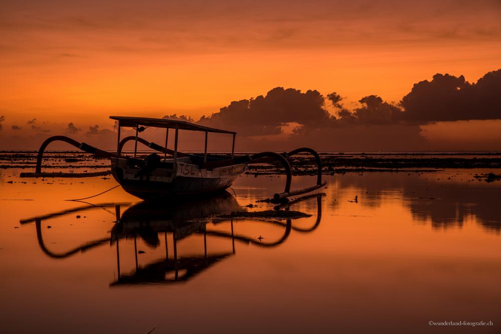 Unglaubliche Sonnenuntergänge in allen erdenklichen Farben auf Nusa Lembongan