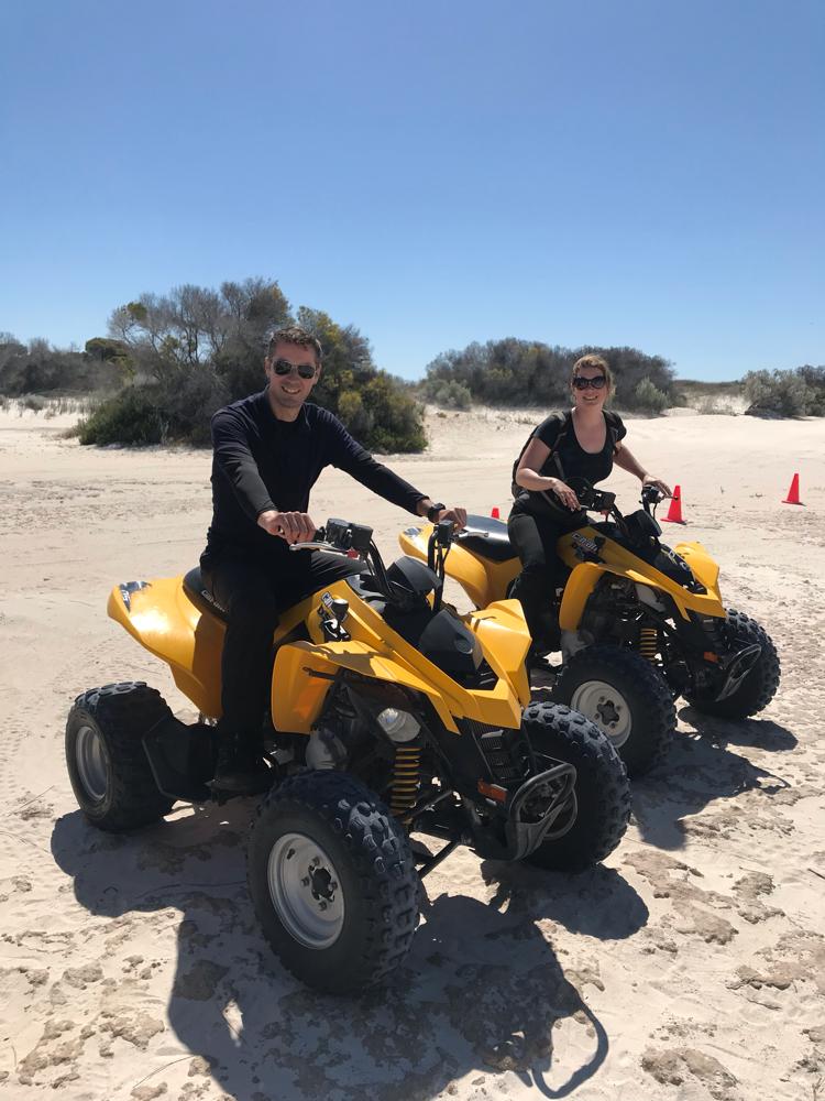 Quadbiken auf den Sanddünen von Lancelin.