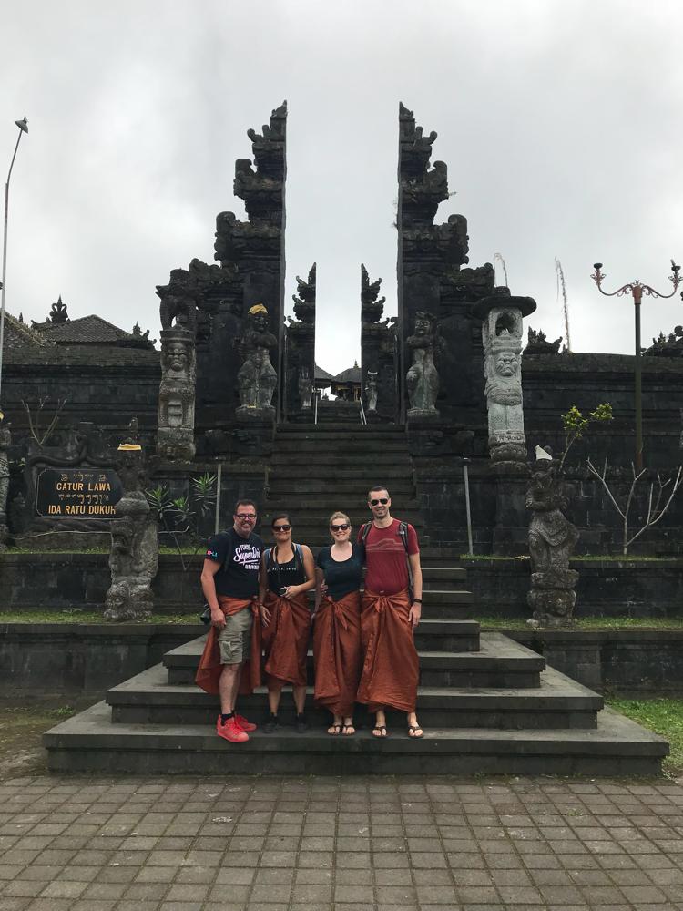Tempeltour mit Yesenia und Beat