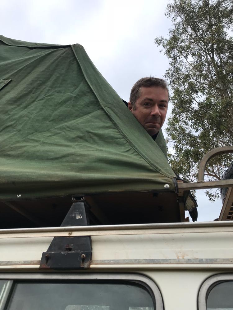Es wird kalt. Jochen bleibt lieber im Zelt...