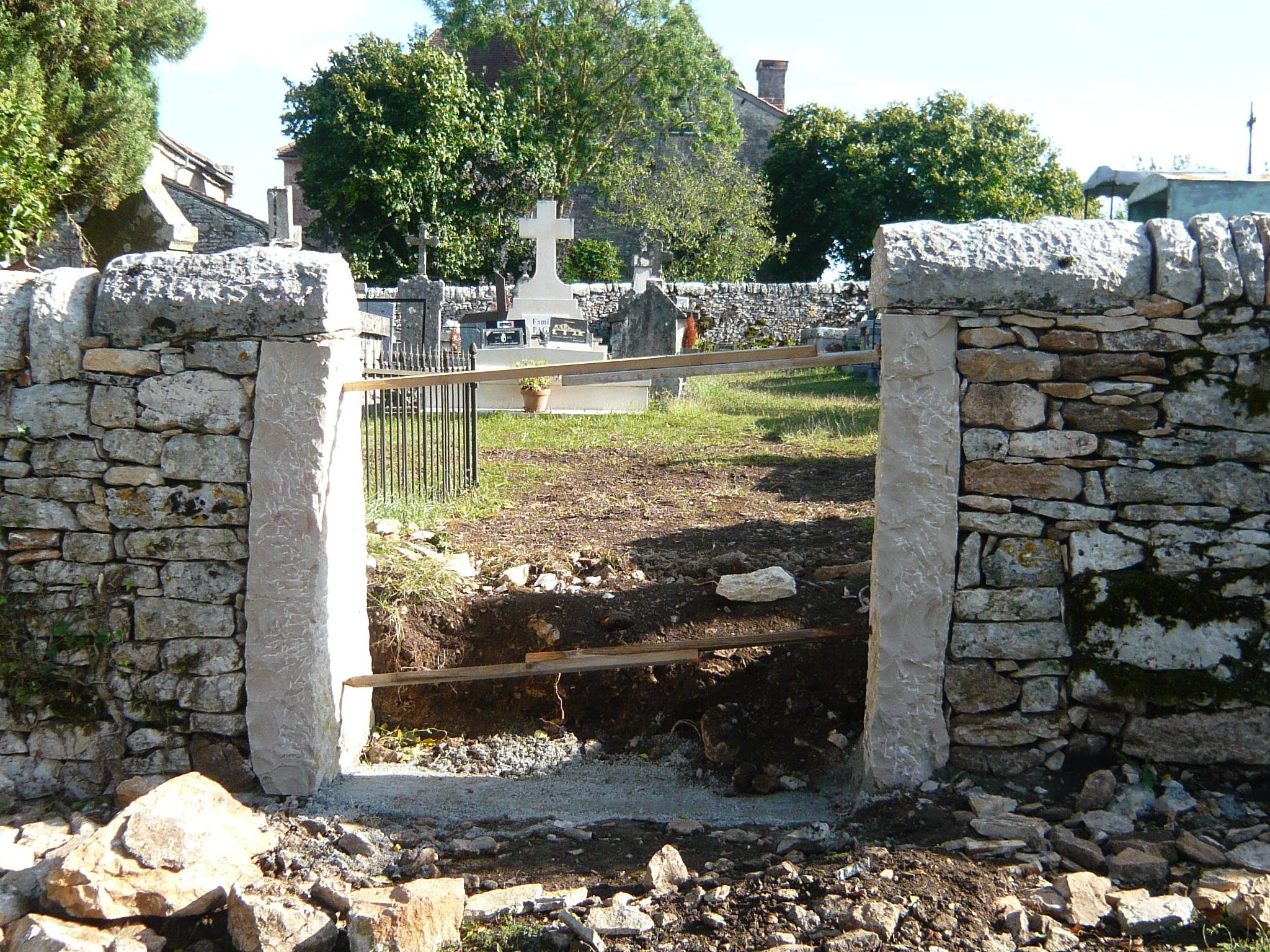 La sortie de l'ancien cimetière